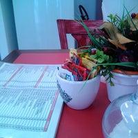 Foto diambil di Cafeteria e doceria marshmallow oleh Rafaella A. pada 3/30/2013