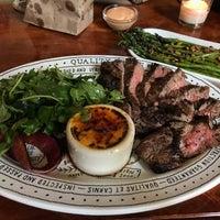 รูปภาพถ่ายที่ Quality Eats โดย Christopher T. เมื่อ 7/26/2017