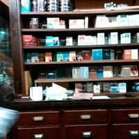 1/27/2016 tarihinde Will H.ziyaretçi tarafından Georgetown Tobacco'de çekilen fotoğraf