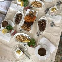 รูปภาพถ่ายที่ Zeytinburnu Öğretmenevi โดย Zeliha Y. เมื่อ 1/11/2018
