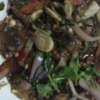 Photo taken at แหล่งอาหาร (หน้าซอย 91) by 🗿🔮manoth⛵✈🍺 . on 6/28/2013