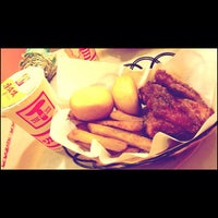 Photo taken at 頂呱呱 T.K.K. Fried Chicken by Miiniie G. on 10/7/2012