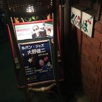 Photo prise au Jazz Club さくらんぼ (咲蘭房) par F W. le10/25/2015