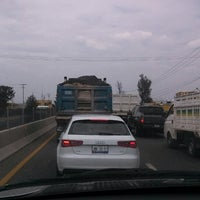 Photo taken at en el pinche trafico by Hugo J. on 5/29/2014