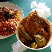 Photo taken at Medan Selera Bandar Kinrara 4 by Fakhruddin F. on 5/31/2014