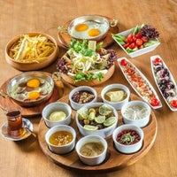 Photo taken at YALCIN AKCINAR REKLAM TASARIM OFISI by Executive KİTCHEN chef E. on 11/14/2014