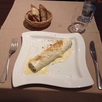 Foto diambil di Topik Restaurant oleh Anthony J. pada 6/16/2014