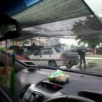 Photo taken at Mad D'ek Car Wash by Mohd Fauzy A. on 8/14/2013