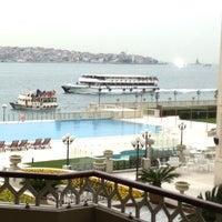 2/19/2013 tarihinde musaziyaretçi tarafından Four Seasons Hotel Bosphorus'de çekilen fotoğraf