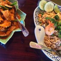 Foto tomada en In-Chan Thai Cuisine por Stephanie K. el 6/28/2014