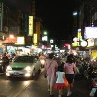 Photo taken at 石牌夜市 Shipai Nightmarket by yakiyaki j. on 8/10/2013