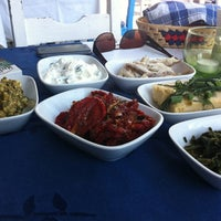 5/29/2012 tarihinde Deniz Tanilirziyaretçi tarafından Komşu Rum Meyhanesi'de çekilen fotoğraf