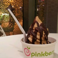 Photo taken at Pinkberry by Deborah H. on 3/1/2012