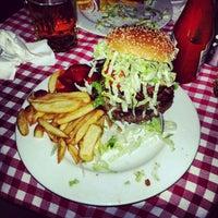Das Foto wurde bei White Trash Fast Food von Gurjeet S. am 2/15/2013 aufgenommen