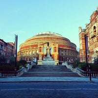 Foto scattata a Royal Albert Hall da Gurjeet S. il 1/11/2013