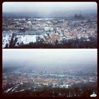 2/18/2013 tarihinde Gurjeet S.ziyaretçi tarafından Petřínská rozhledna | Petřín Lookout Tower'de çekilen fotoğraf