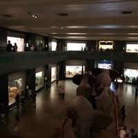 รูปภาพถ่ายที่ American Museum of Natural History Museum Shop โดย Ady G. เมื่อ 6/15/2018