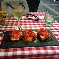 Foto tirada no(a) Taverna Del Borgo Antico por Didem K. em 7/31/2013
