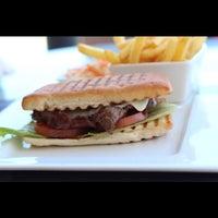 Photo taken at Toast'n Burger by Nariz K. on 12/8/2014