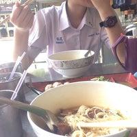 Photo taken at Yak Yai Noodle Soup by Mutita C. on 5/13/2016