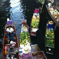 Photo taken at Damnoen Saduak Floating Market by Mini_Girls ヤ. on 11/24/2012