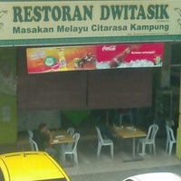 Photo taken at Restoran Dwitasik by Mat L. on 1/10/2013