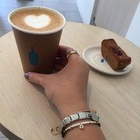 Das Foto wurde bei Blue Bottle Coffee von Eng.Muneerah M. am 6/30/2017 aufgenommen
