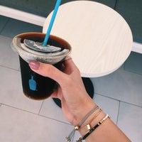 Das Foto wurde bei Blue Bottle Coffee von Eng.Muneerah M. am 6/27/2017 aufgenommen