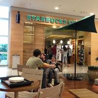 Foto tirada no(a) Starbucks por antonio j. em 1/13/2013