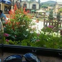 Foto tirada no(a) Restaurante Pinheiro Velho por Emily R. em 11/18/2012