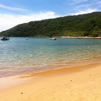 Foto tirada no(a) Praia da Tartaruga por Rodrigo M. em 3/6/2013
