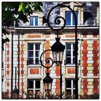 5/26/2013 tarihinde Didier L.ziyaretçi tarafından Place des Vosges'de çekilen fotoğraf