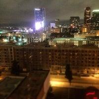 Photo prise au Upstairs Rooftop Lounge at Ace Hotel par Eddie T. le4/1/2014