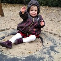 Das Foto wurde bei Kinderspielplatz Ludwigkirchplatz von Gina S. am 10/27/2012 aufgenommen