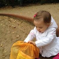 Das Foto wurde bei Kinderspielplatz Ludwigkirchplatz von Gina S. am 10/25/2012 aufgenommen