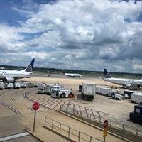 รูปภาพถ่ายที่ Terminal B โดย Jenny เมื่อ 6/28/2018