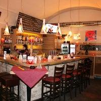 Das Foto wurde bei s'Eck Bier & Wein Bar von s'Eck Bier & Wein Bar am 3/13/2014 aufgenommen