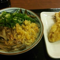 Photo taken at 丸亀製麺 小郡店 by Takeshi I. on 2/5/2017