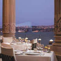 3/13/2014 tarihinde Tuğra Restaurant & Loungeziyaretçi tarafından Tuğra Restaurant & Lounge'de çekilen fotoğraf