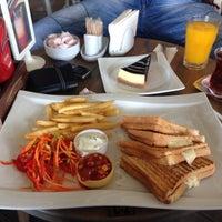 10/3/2014 tarihinde Mustafa D.ziyaretçi tarafından Linaria Café & Patisserie'de çekilen fotoğraf