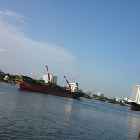 Photo taken at ท่าเรือราษฎร์บูรณะ (บิ๊กซี) Ratburana (Big C) Pier S4 by Wittayut S. on 6/20/2014