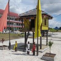 Photo taken at Rektorat STAHN-TP Palangka Raya by Etry Y. on 3/14/2014