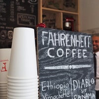 Photo prise au Fahrenheit Coffee par Ruth T. le2/27/2013