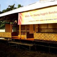 Photo taken at Wisdom English - Saung Kampung Inggris Bandung by Ade A. on 4/28/2014