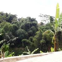 Photo taken at Wisdom English - Saung Kampung Inggris Bandung by Ade A. on 4/8/2014