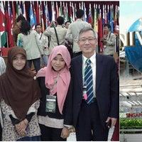Photo taken at Wisdom English - Saung Kampung Inggris Bandung by Ade A. on 8/15/2014