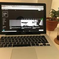 3/18/2018 tarihinde Emre E.ziyaretçi tarafından Kamarad Coffee Roastery'de çekilen fotoğraf