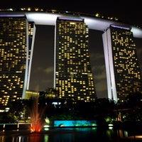 Foto tirada no(a) Marina Bay Sands por 05 Y. em 11/6/2015