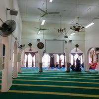 Photo taken at Masjid Jamek Haji Mat Saman by sYaFaZnIe on 3/18/2017