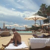 Foto tomada en Destino Pacha Ibiza Resort por Mikhail R. el 8/13/2013